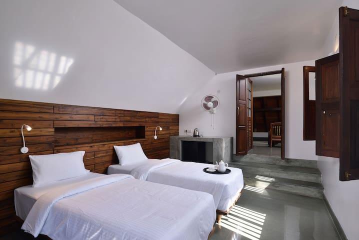 Twin beds in Bedroom 4