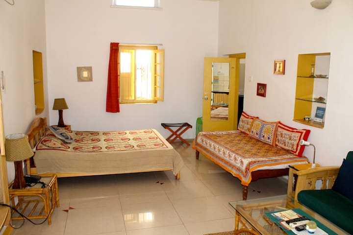 Large room in Cottage, with Kitchenette