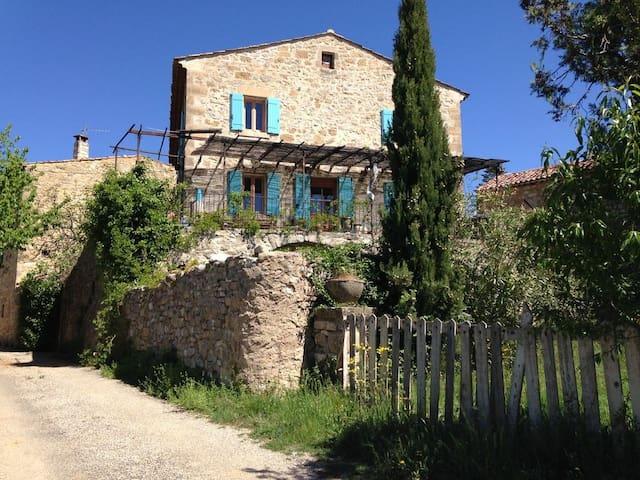 Ancien presbytère en Ardèche avec piscine privée