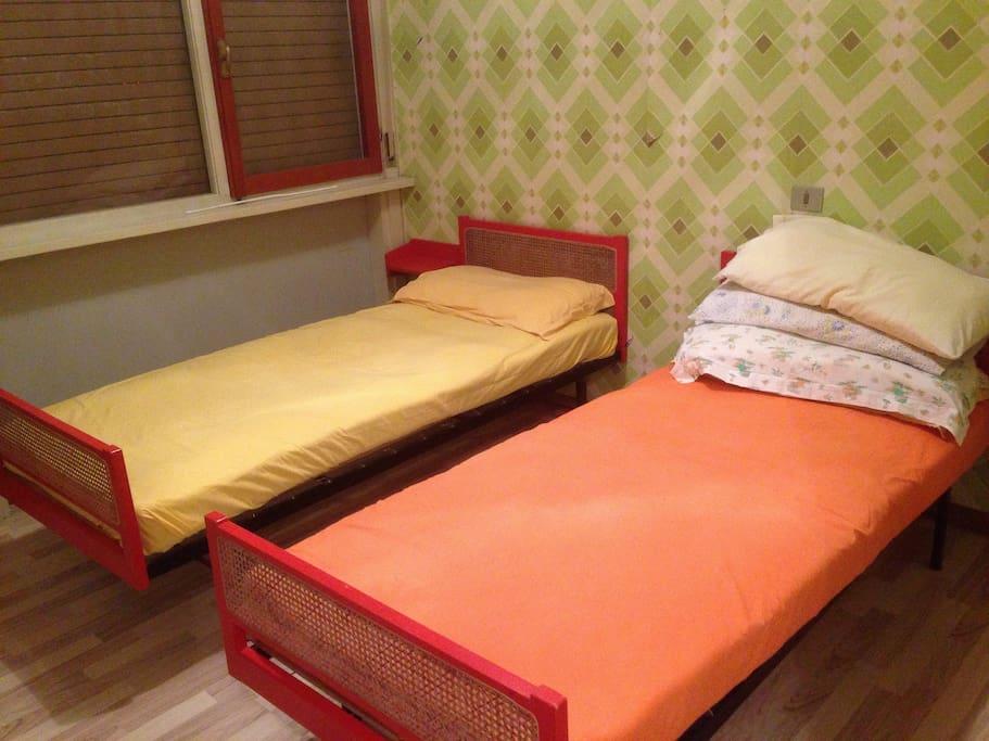 Camera doppia con letti singoli con uscita su ampio terrazzo