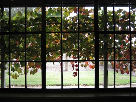 Vineyard Cottage - Under the Vines