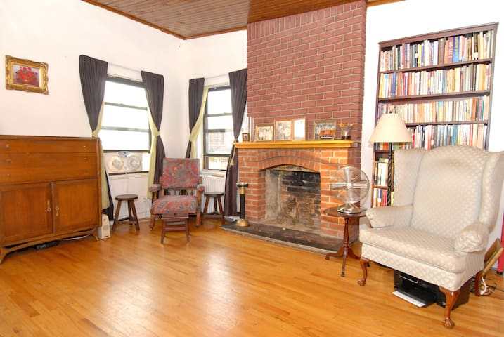 Charming 1 bedroom Apt in Brooklyn