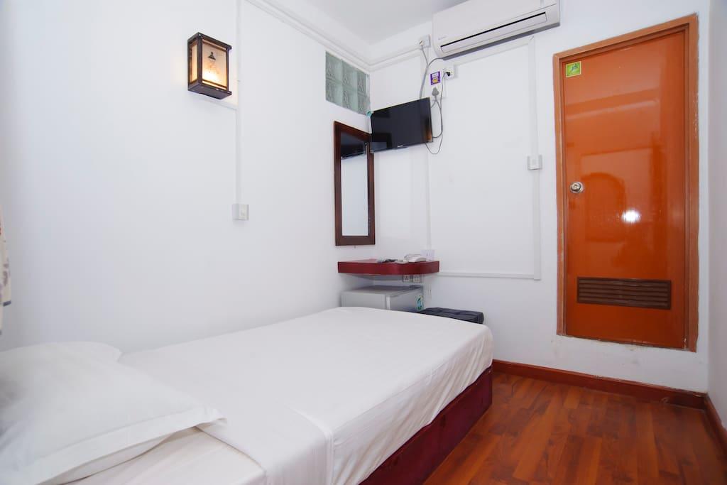 Single en suite room 2