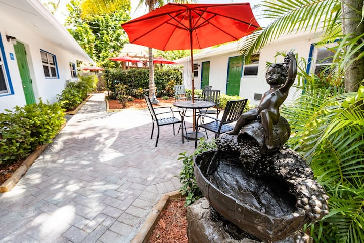 The Lauderdale Boutique Hotel - Economy Queen Room