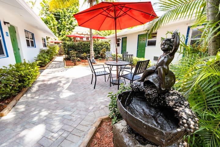 Lauderdale Boutique Hotel - Economy Queen Room