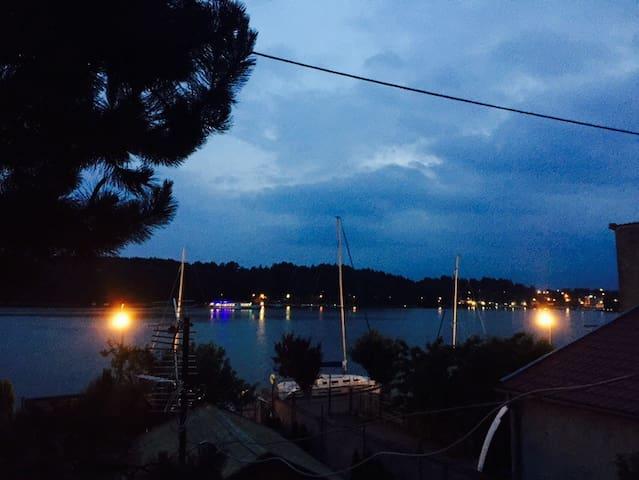 Pokój z widokiem na jezioro - Mikolajki - Apartment