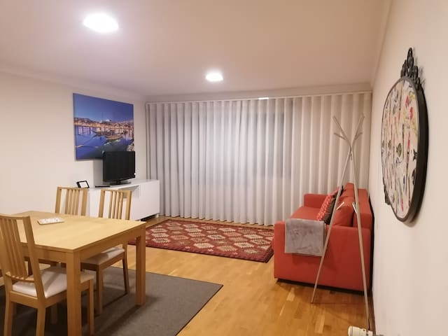 Luis & Catarina - Well Located Cozy Apartment