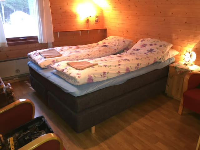 Room no. 1, in 2nd floor: two double beds (150 cm and 120 cm) and one extra small bed. Towels are provided.