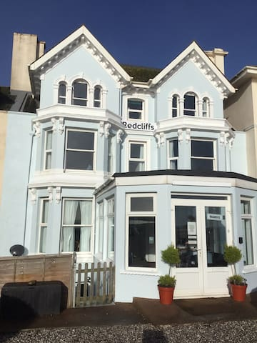 Airy,ground floor, seafront flat with parking