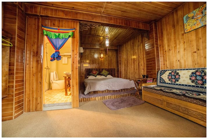Tibetan Woody Double Room - 香格里拉