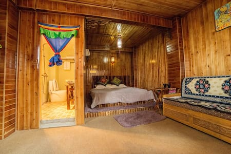 Tibetan Woody Double Room - 香格里拉 - Zomerhuis/Cottage
