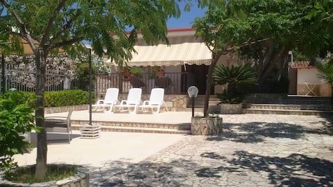 Villa Nàmali... just 100 meters from the sea !!