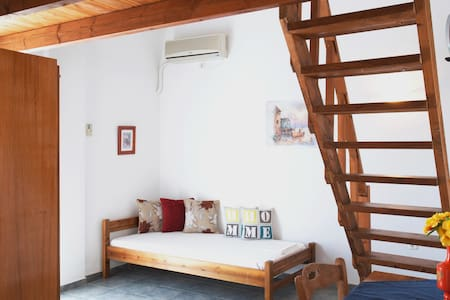 3 people split level apartment - Santorini - Loft