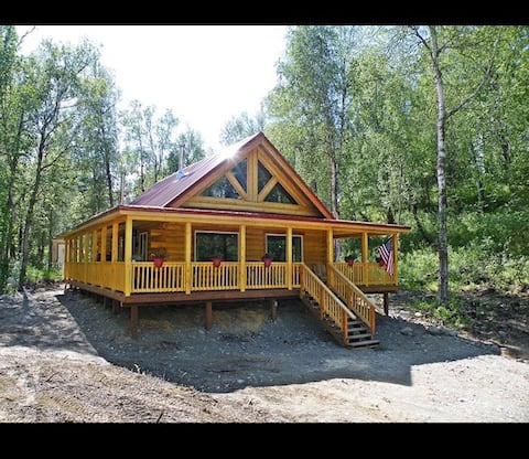 Superb NEW Log Home Near The Lake. Huge porch