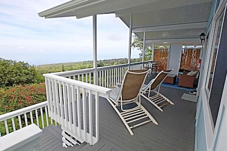 Kona Coffee Farm Cottage with Ocean Views