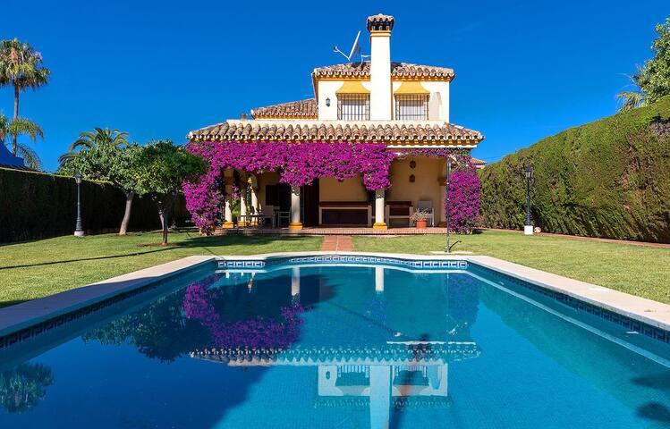 Delightful luxury villa in Marbella best location