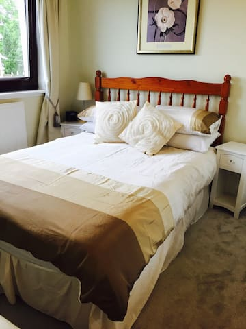 Double Room by Loch Lomond at Lomond Villa B&B - Alexandria, Loch Lomond