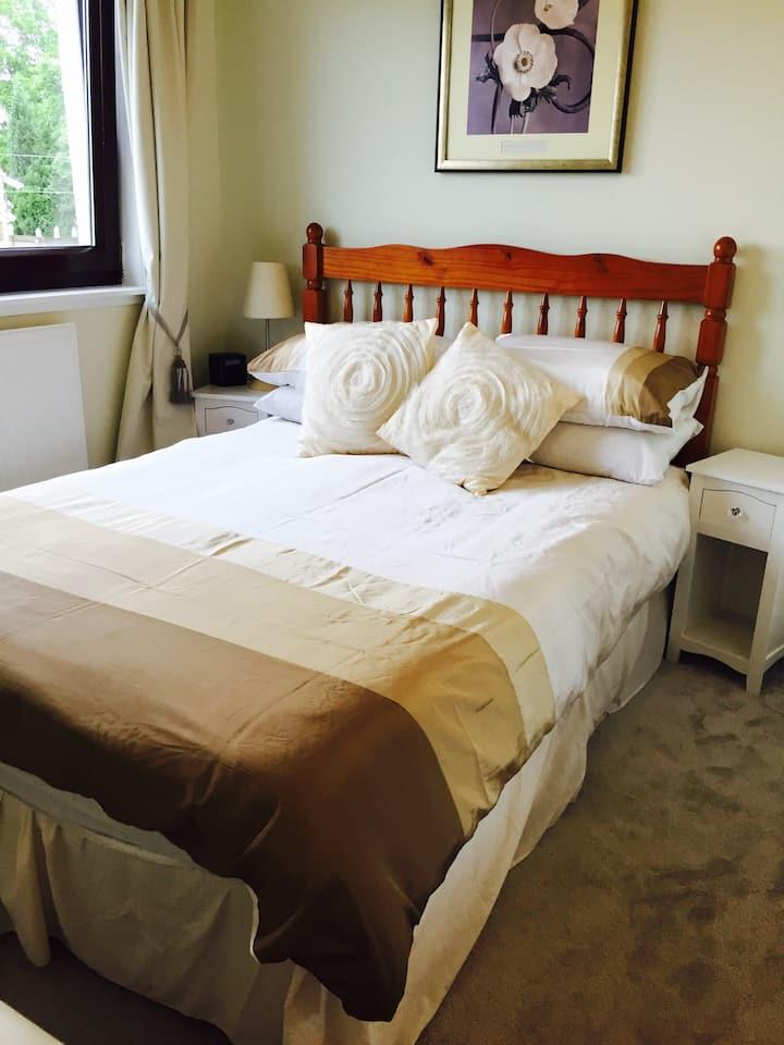 Double Room by Loch Lomond at Lomond Villa B&B