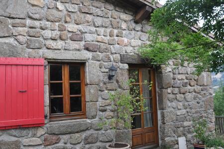 chambre d' hôte en ardèche verte - Pailharès - House