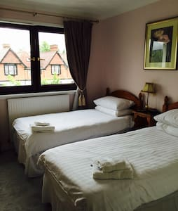 Twin/double room by Loch Lomond @ Lomond Villa B&B - Balloch - B&B/民宿/ペンション