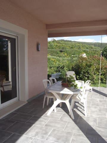 Studio 65 m2,  terrasse ombragée - Lodève - Apartamento