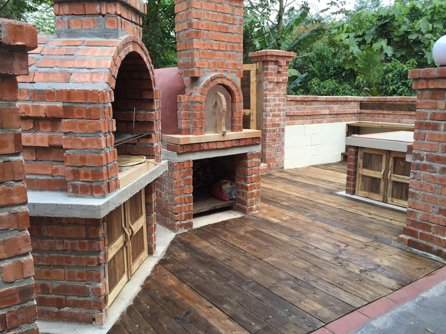 Hand made Fire bricks Oven, enjoy to make your own Pizza