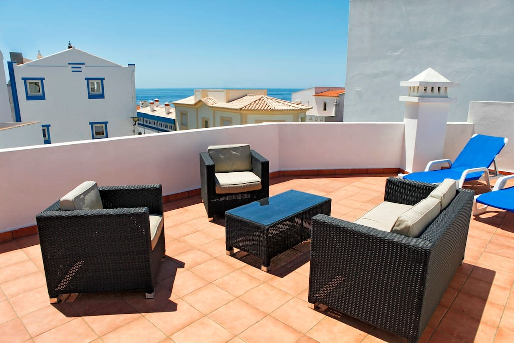 The roof terrace with view to the sea...
