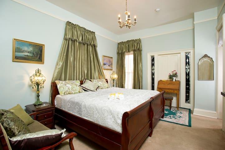 ☼ Large Downtown Guest Suite w/Jacuzzi Tub ☼