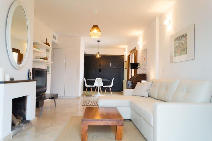 Salón con cocina al fondo