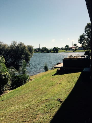 Comfy and peaceful by the canal - Burleigh Waters - Complexo de Casas