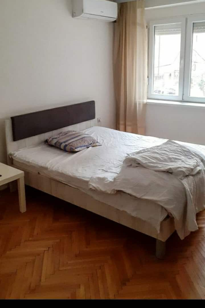 Friendly host and cozy home. Experience Skopje!