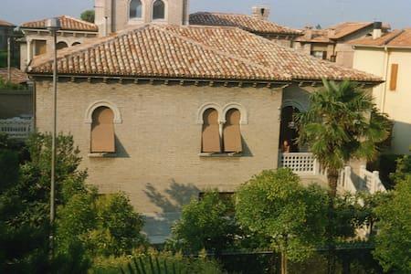 FANO - Villa elegante con giardino - Fano
