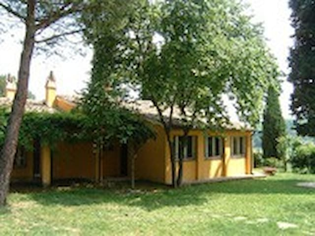 Casa immersa nel verde - Civitanova Marche - House