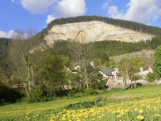 maison de hameau, location à la semaine uniquement - Saint-Bauzile - Hus