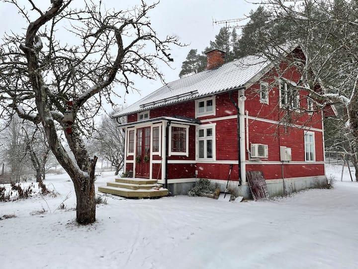Stort hus nära Dalälven