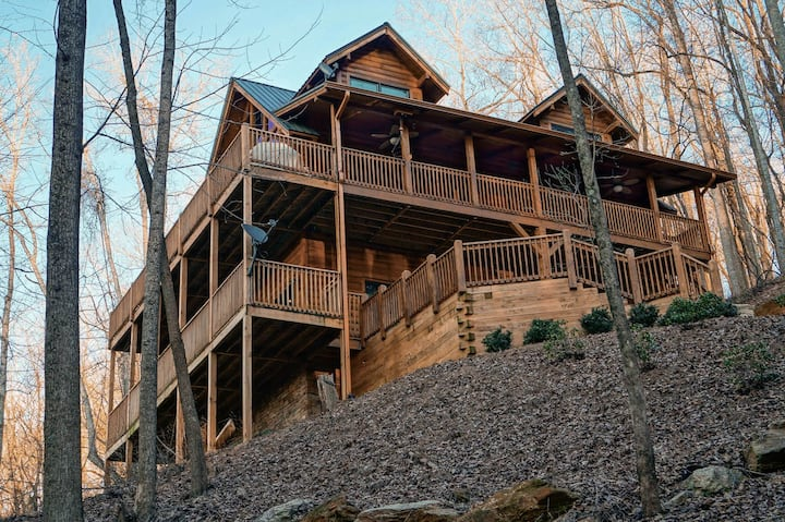 Secluded Log Cabin W/ Great Views