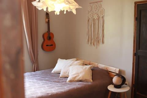 Jolie chambre dans un environnement calme