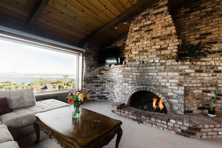 Penthouse: Sea Views, Fireplace + Aquarium passes! - Monterey - Huis