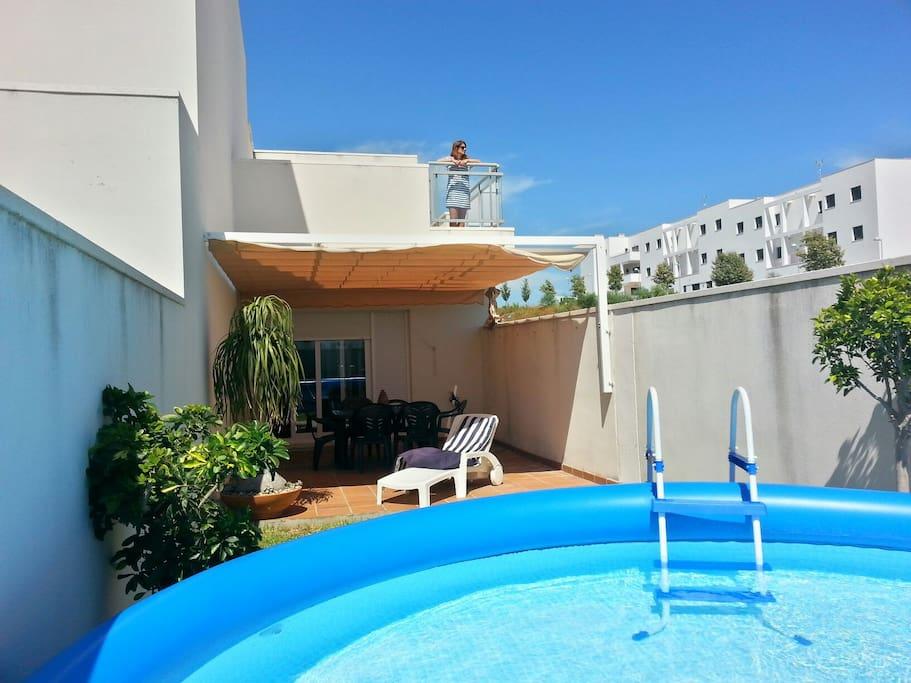 Casa adosada con piscina en urb privada adosados en for Alquiler de casas con piscina privada