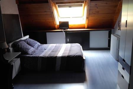 Grande chambre calme proche Bourges - Marmagne - House