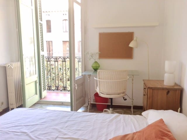 habitación cama doble 1,40 x 2 m.