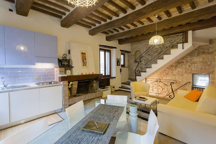 Charming house in historic centre - Spello
