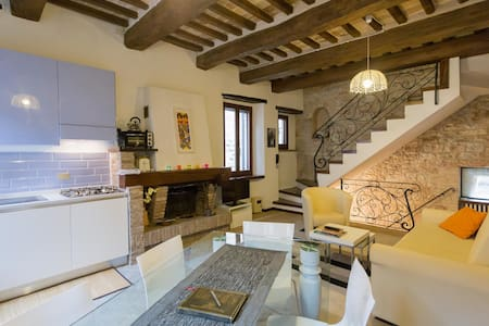 Charming house in historic centre - Spello - Haus
