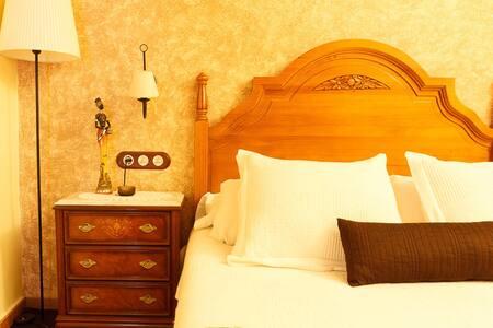 GINESTA , habitación para dos