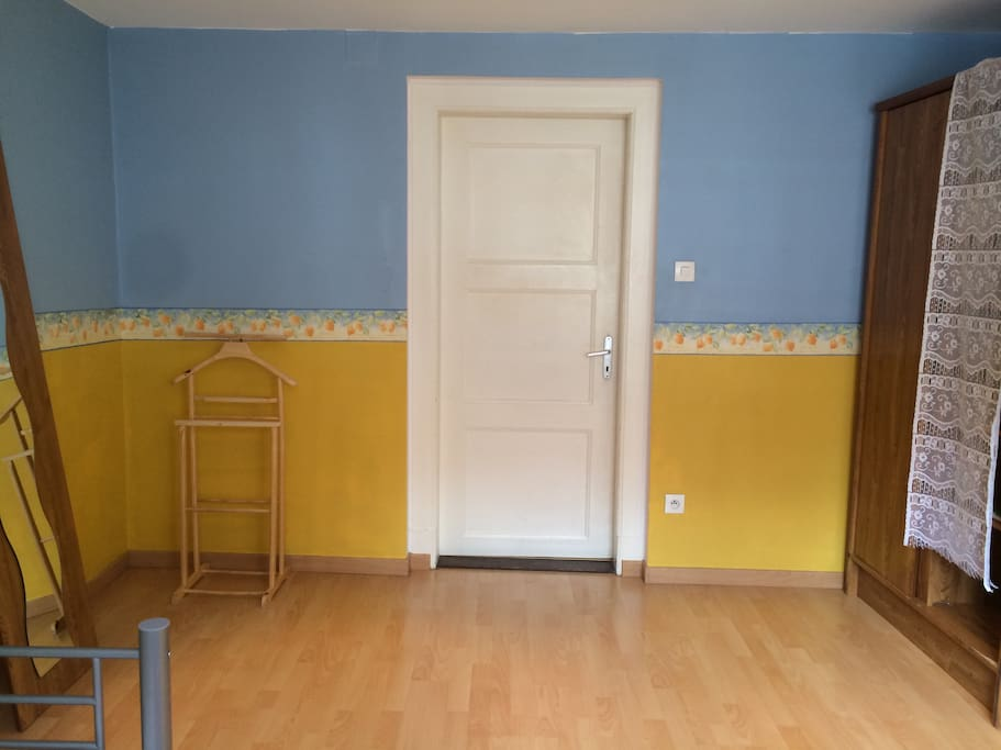 15m2 room next to la cath drale apartments for rent in for Chambre 15m2