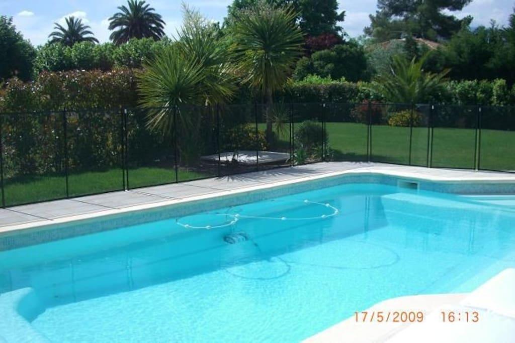 Tres belle villa piscine au calme maisons louer for Piscine mouans sartoux