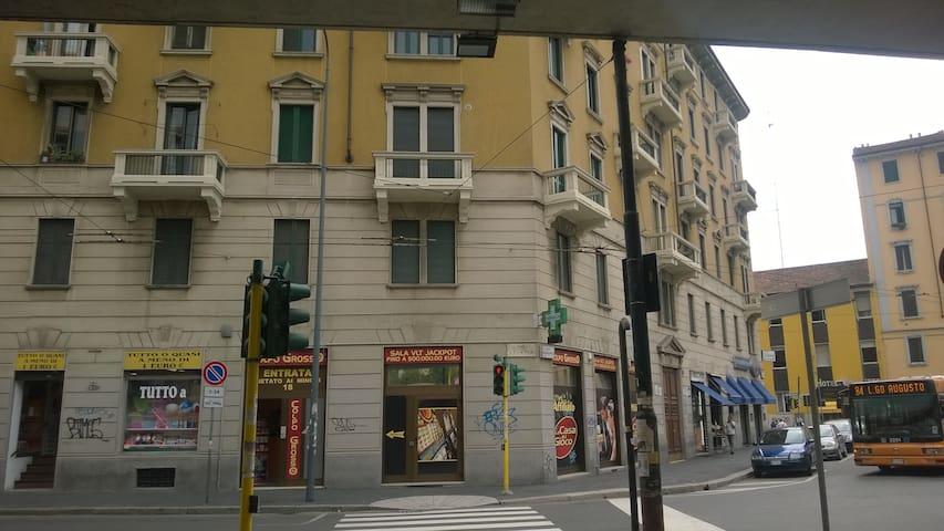 Milano Zona Sud Est. - Milano - Hus