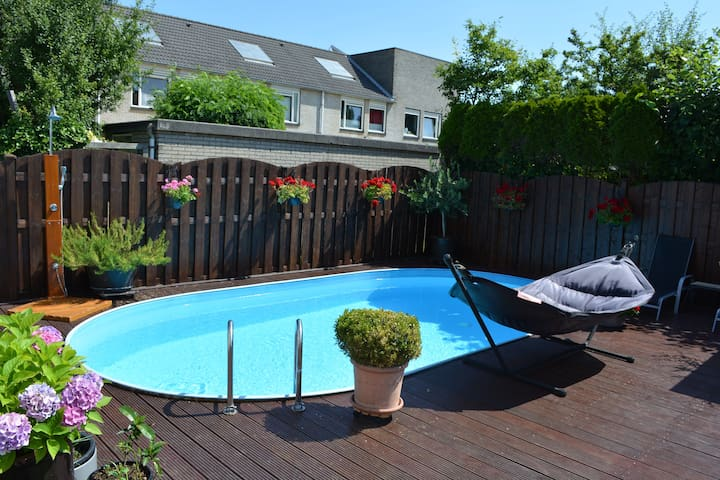 Villa with SWIMMINGPOOL near forest & Amsterdam!
