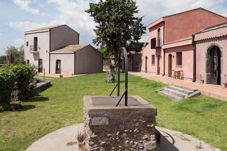 The sicilian Orange farmhouse between Etna & sea - Fiumefreddo Sicilia