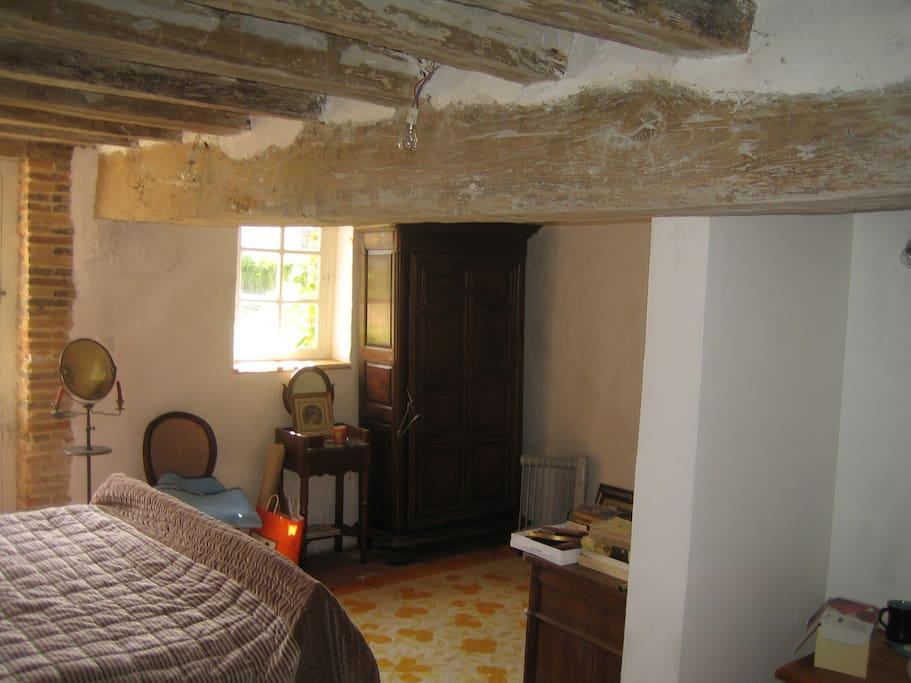 Chambre 1 - Lit double avec douche